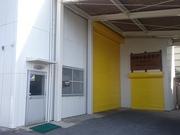 シャッターは黄色に塗り直しました。